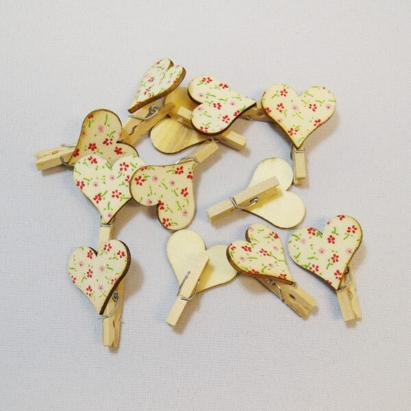 12 x  Floral Heart Wooden Craft Pegs Embellishments Blossom