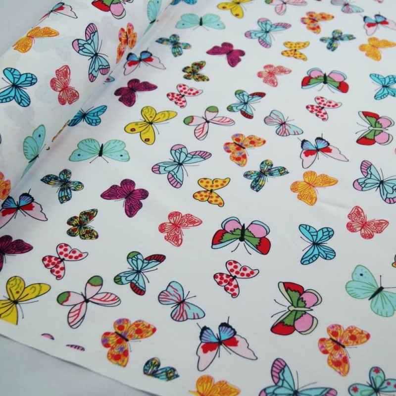 SALE 100/% Cotton Fabric Freedom Small Rose Bushes And Fluttering Butterflies