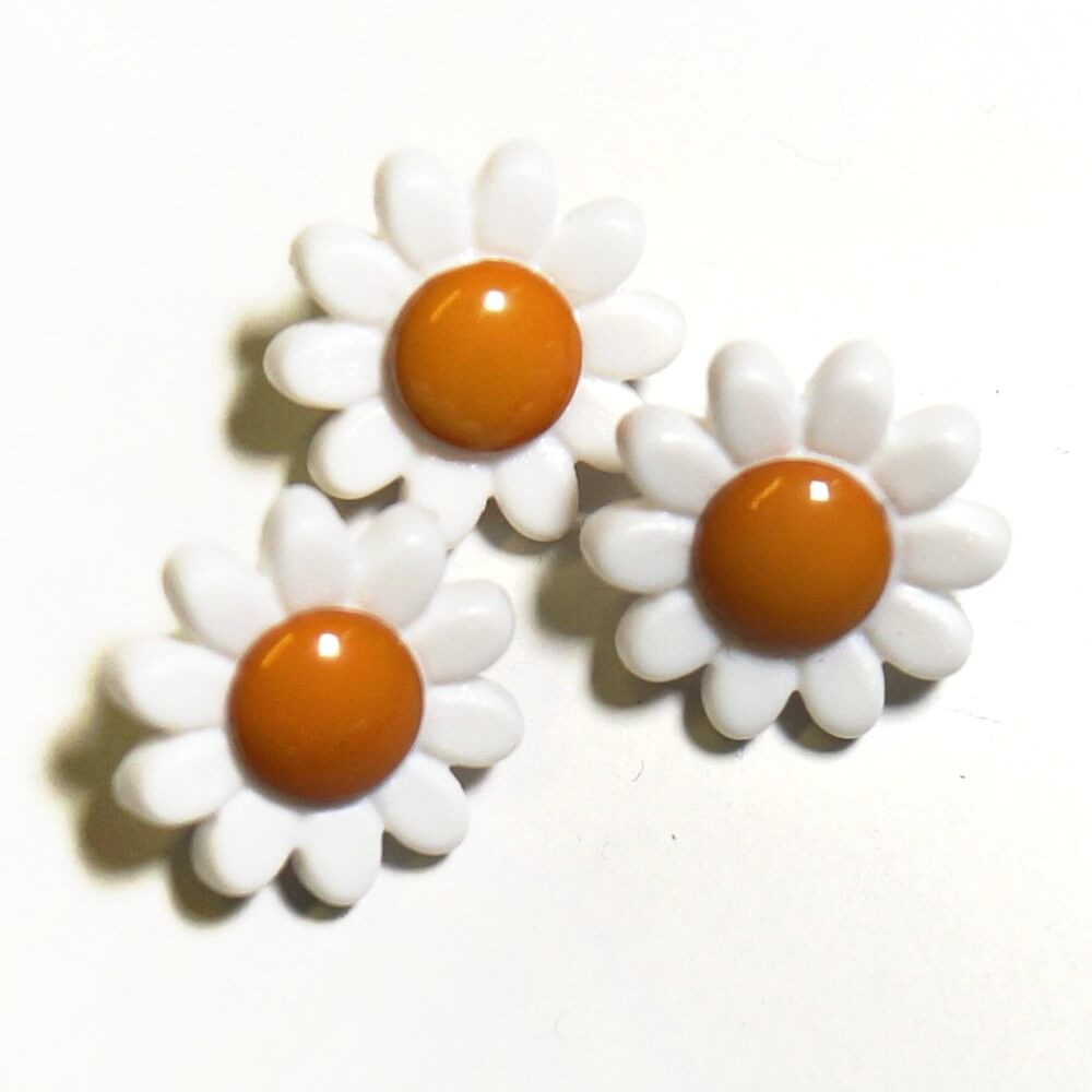 Pack of 3 Milward Daisy Floral Flower Buttons 13mm